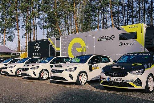 Opel-liefert-die-ersten-Elektro-Rallyefahrzeuge-aus